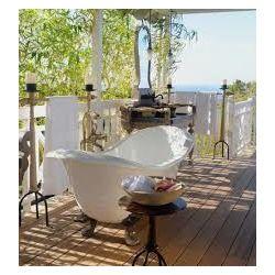 Love the outside bathtub!